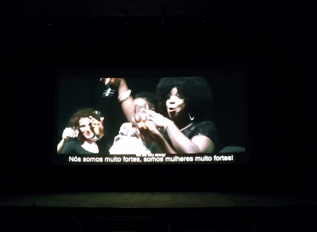 Fotograma de la película: Unidas somos más fuertes